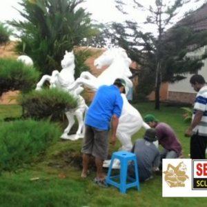 Kelik Semar Mesem Pemasangan Patung Kuda Pengrajin Patung Fiber Jakarta