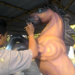Kelik-studio-semar-mesem-patung-kuda-decoratif-gambar-patung-dekorasi