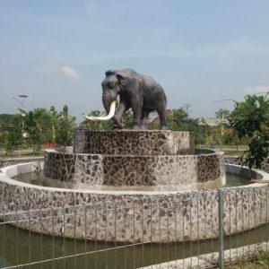 Kelik Studio Semar Mesem Patung Gajah Purba Patung Gemolong Sragen Patung Di Malaysia Copy