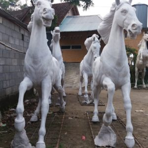Kelik Studio Semar Mesem Patung Kuda Komplit Patung Animasi