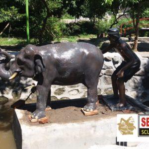 Kelik Studio Semar Mesem Patung Pak Tani Dan Gajah Patung Merlion Terdapat Di Kota