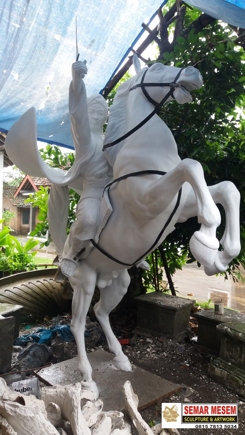 Kelik Semar Mesem Patung Diponegoro Patung Realis