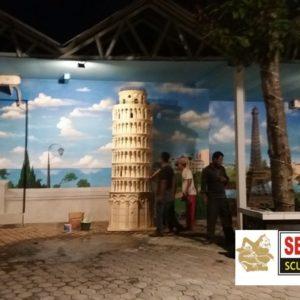 Kelik Studio Semar Mesem Replika Coloseum Patung Liberty Lucu