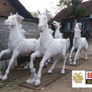 Kelik Studio Semar Mesem Patung Manado Main Dengan Patung
