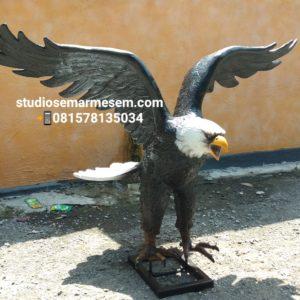 Pengrajin Patung Fiber Patung Burung Patung Burung Elang Jawa