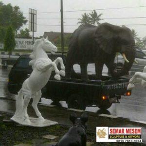 Kelik Semar Mesem Patung Gajah Dan Patung Kuda Harga Patung Dari Fiber