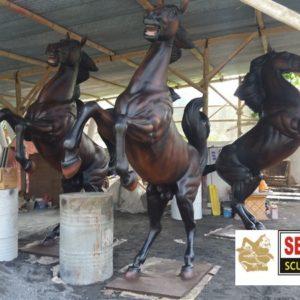 Kelik Studio Semar Mesem Patung Fiber Kuda Terlaris Cara Membuat Cetakan Patung Fiberglass