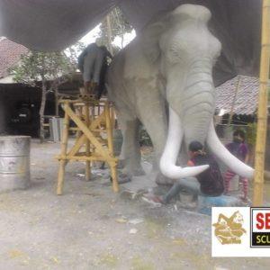 Kelik-studio-semar-mesem-patung-gajah-gede-seni-rupa-batik