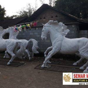 Kelik Studio Semar Mesem Patung Kuda Lari Citraland Waterpark