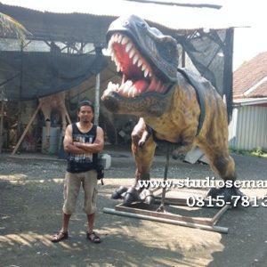Patung Dinosaurus Bergerak
